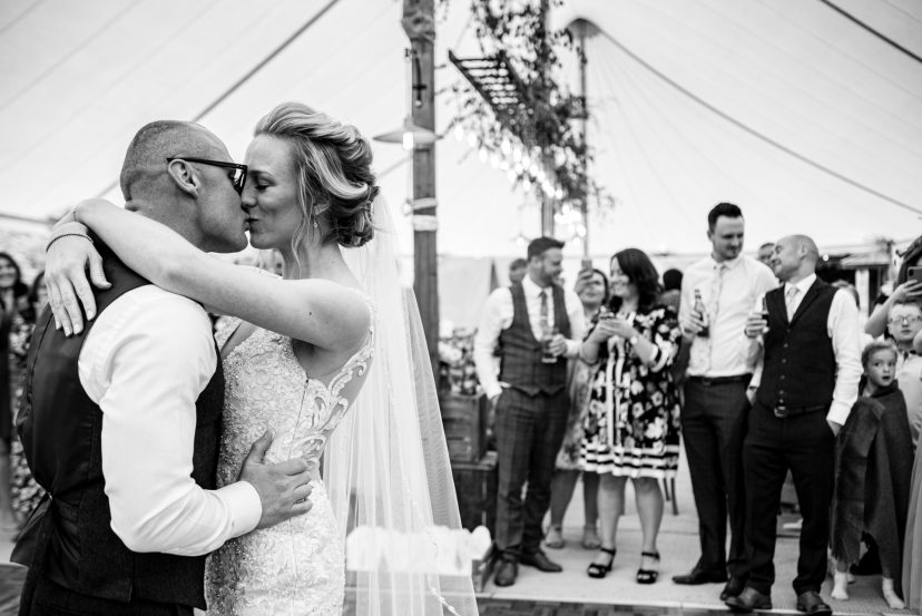 Cotswolds wedding photography first danc